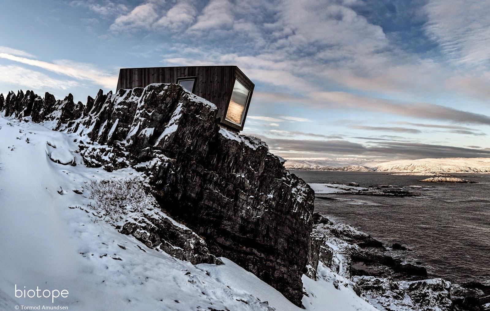 Kongsfjord Veidnes cliff bird hide wind shelter Oct31st 2014 med res - sign Amundsen © Biotope.jpg